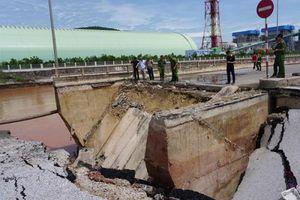 Bão số 2: Sập cầu Yên Hòa Khu Kinh tế Nghi Sơn Thanh Hóa bị tê liệt