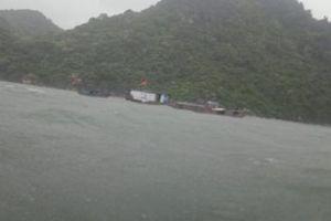 Quảng Ninh: Cứu 6 ngư dân mắc kẹt giữa biển do bão số 2