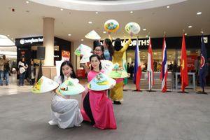 Múa nón, áo dài dân tộc nổi bật tại ASEAN Festival Day ở Nam Phi
