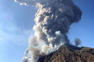 Núi lửa phun trào như bom hạt nhân tại Ý