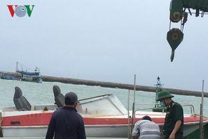 Đã hút hơn 25.000 lít dầu ra khỏi tàu bị chìm ở đảo Phú Quý