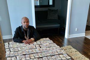 'Money' Mayweather: Khoe 2 triệu USD tiền mặt ăn mừng 'Ngày Độc lập' của nước Mỹ