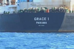 Iran đe dọa bắt giữ tàu chở dầu của Anh