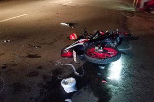2 xe máy tông trực diện, người điều khiển bị 'thổi văng' 20 mét
