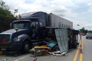 Tông xe liên hoàn trên cao tốc Nội Bài - Lào Cai, 3 người bị thương