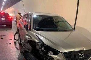 Tài xế nghi ngáo đá lái ô tô tông hỏng hàng loạt phương tiện giao thông