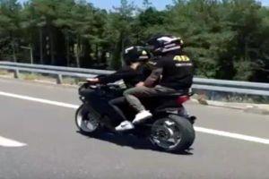 Cặp tình nhân 'gây bão' vì diễn xiếc trên xa lộ