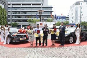 28 nhà phân phối, đại lý của Hoa Sen được trao thưởng xe hơi, điện thoại