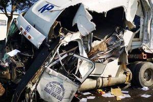 Tài xế xe container nguy kịch sau cú tông xe bồn gần cảng Cái Mép