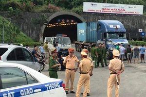 Bắt đối tượng nghi ngáo đá gây tai nạn liên hoàn trong Hầm Hải Vân