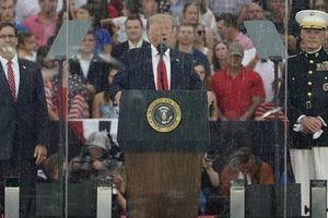 Tổng thống Trump khoe tiêm kích F-22 'mới tinh' trong Quốc khánh