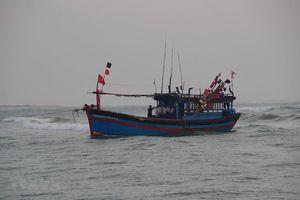 6 ngư dân trên tàu cá trôi dạt, đang chờ cứu nạn