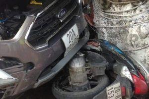Ô tô điên gây tai nạn liên hoàn, 3 người bị thương nặng