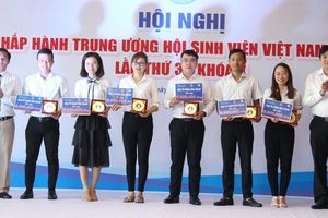 Trao học bổng Nguyễn Thái Bình - Báo tại Quảng Nam