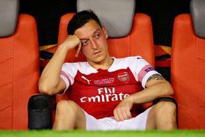 Arsenal sắp tống khứ 'cục nợ' Mesut Ozil