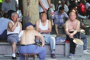 Trung Quốc cấm đàn ông cởi trần đi bộ trên đường phố