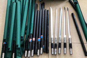 Hé lộ nguồn gốc hơn 1.000 dao tự chế phát hiện trong nhà trọ của đôi nam nữ ở Sài Gòn