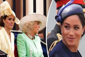 Mối thù mới giữa hai cặp đôi hoàng gia: Meghan Markle 'cướp' phụ tá thân cận nhất của chị dâu Kate, Hoàng tử Harry 'bơ' anh trai mình