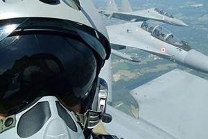 Phi công Pháp 'choáng' với sự ưu việt của siêu tiêm kích Su-30