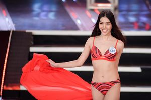 Dàn thí sinh Hoa hậu Thế giới Việt Nam trình diễn bikini nóng bỏng
