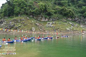 Tuyên Quang: Hàng nghìn người đến xem hội đua thuyền Kayak