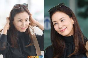 Vợ Jang Dong Gun được khen vì ăn mặc trẻ trung ở tuổi 47
