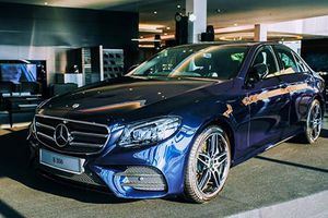 Mercedes-Benz E350 lộ giá gần 3 tỷ trước ngày ra mắt ở VN