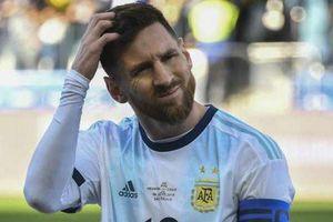 Nhìn lại 2 lần bị thẻ đỏ 'ngớ ngẩn' của người hùng Messi