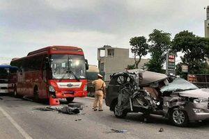 Thanh Hóa: Tai nạn liên hoàn giữa 4 xe, xe 7 chỗ nát bươm, 2 người bị thương