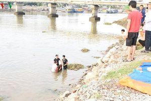 Trắng đêm nỗ lực tìm kiếm cô gái rơi xuống sông Mai Giang ở Nghệ An