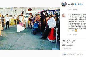 'Ngựa chứng' Balotelli chơi ngông, bắt chủ quan bar 'cởi truồng' chạy xe máy lao xuống biển