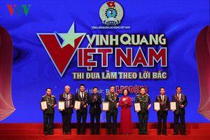 Tôn vinh 19 tập thể cá nhân xuất sắc tại 'Vinh quang Việt Nam'