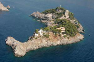 Hòn đảo hình cá heo độc đáo ở Italy