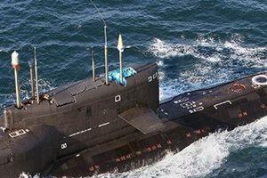 Ukraine theo dõi tàu ngầm Nga và tố cáo sốc