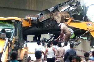 Xe buýt lao xuống cầu khiến 29 người thiệt mạng ở Ấn Độ