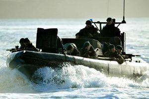 Gay cấn cuộc chiến giữa 8 đặc nhiệm Anh và 100 tay súng IS