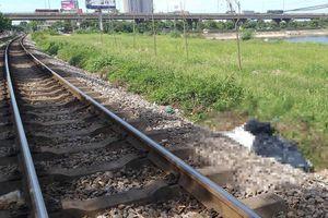 Băng qua đường ray, người đàn ông bị tàu hỏa đâm tử vong
