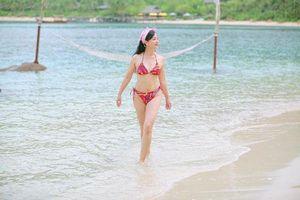 Nghệ sĩ Chiều Xuân lại khoe ảnh bikini đầy gợi cảm ở tuổi 52