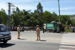 Đà Nẵng huy động cảnh sát hộ tống xe vận chuyển rác vào bãi rác Khánh Sơn