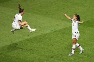 Màn ăn mừng độc đáo của nữ cầu thủ ĐT Mỹ sau chức vô địch World Cup