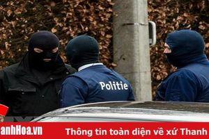 Bỉ phát hiện thuốc nổ tự chế và dao tại thủ đô Brussels
