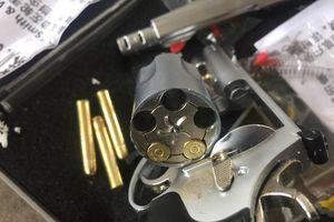 Cận cảnh súng ngắn đồ chơi gây sát thương bị lực lượng CSGT Hà Nội phát hiện, thu giữ