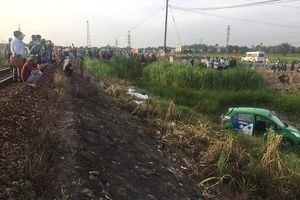 Quảng Ngãi: Tàu hỏa tông taxi khiến 5 người thương vong