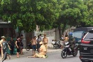 Chặn xe vi phạm, cảnh sát giao thông bị hất văng