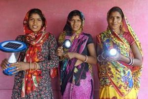 Phụ nữ Ấn Độ mang năng lượng sạch đến hàng ngàn ngôi làng