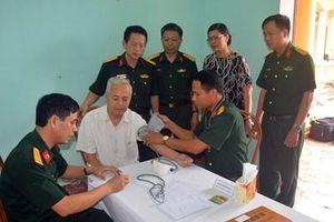 Khám bệnh cấp thuốc miễn phí cho các đối tượng chính sách ở Hà Nam