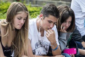 Giới trẻ Anh 'tủi thân' vì cho rằng chính phủ thiếu quan tâm