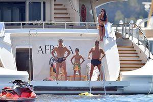 'Cuộc chiến' du thuyền: Ronaldo chơi ngông nhất