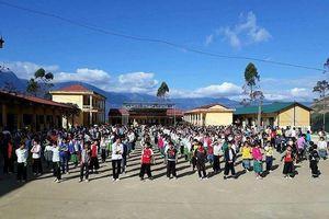 Những ngôi trường trong mây trắng níu chân học sinh vùng cao