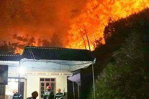 Hơn 500 người trắng đêm chiến đấu với giặc lửa tại Hương Sơn